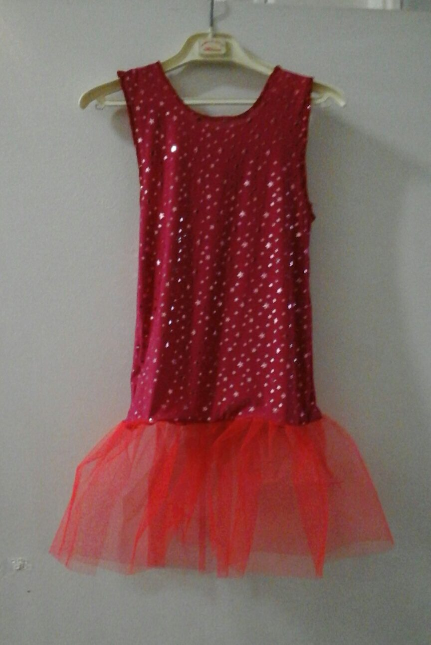 photo d une robe de costume rouge a volants de l academie de danse